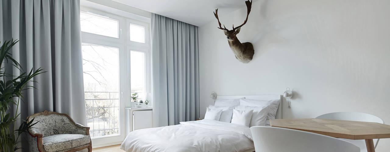 Daniel Apartment Minimalist bedroom by BLACKHAUS Minimalist