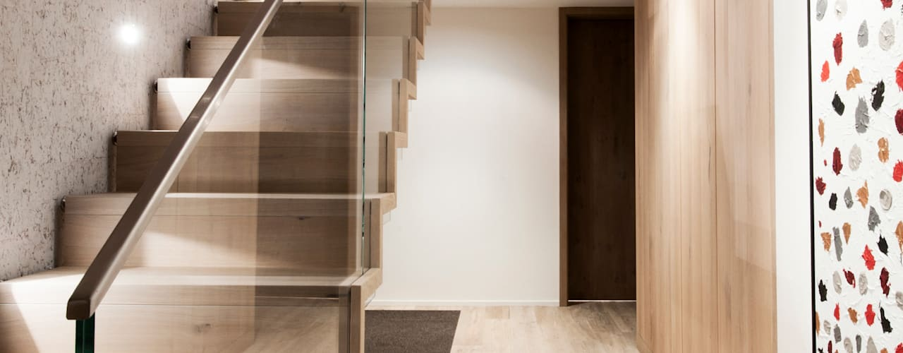 Modern Corridor, Hallway and Staircase by Mood Interieur Modern