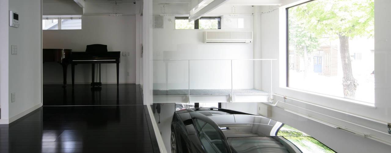 ランボルギーニと暮らす家: Kenji Yanagawa Architect and Associatesが手掛けたです。