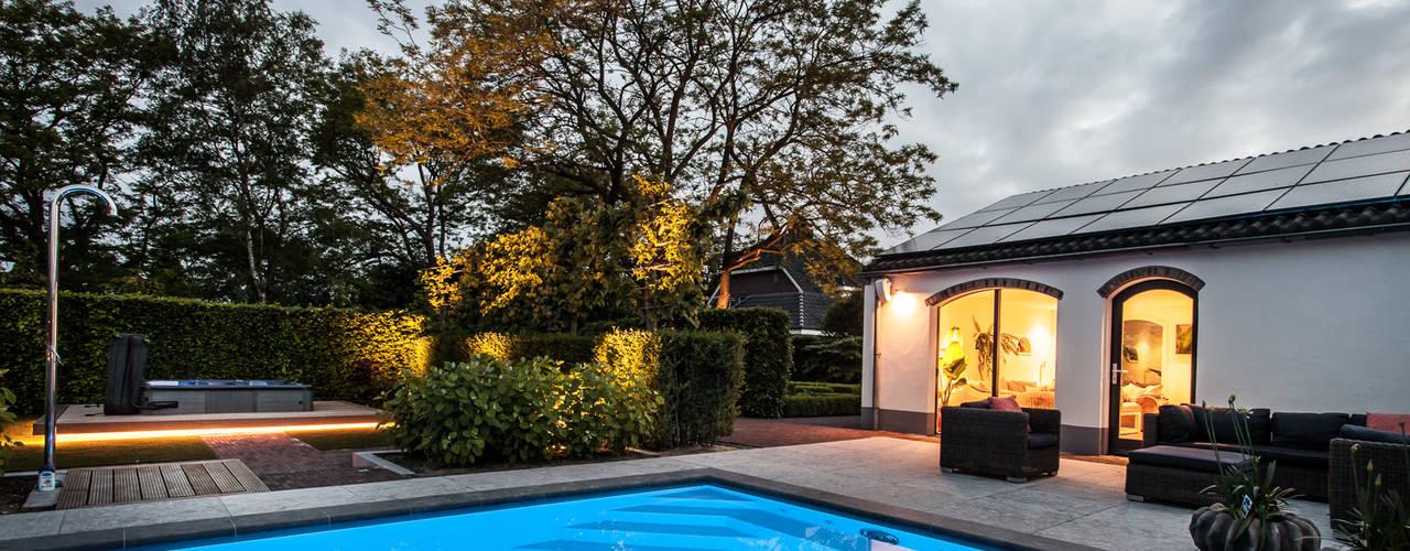 Ontwerp wellnessruimte en aangrenzende tuin Moderne zwembaden van Bob Romijnders Architectuur + Interieur Modern