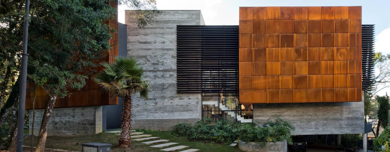 Residência Campo Comprido Casas modernas por Studio Leonardo Muller Moderno