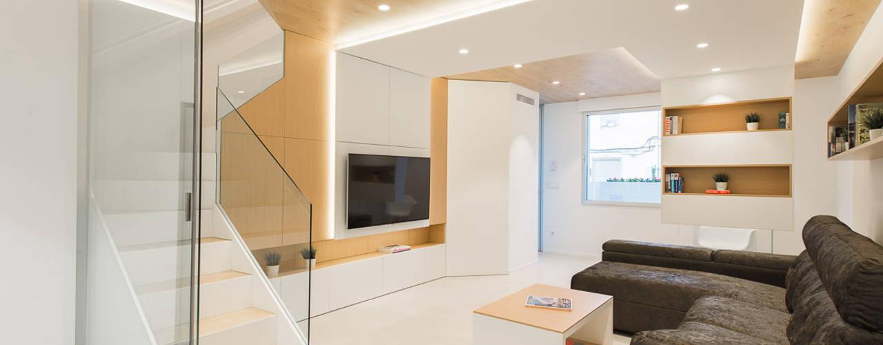 Refurbishment for Cristina & Juan Carlos Ruang Keluarga Modern Oleh Pablo Muñoz Payá Arquitectos Modern