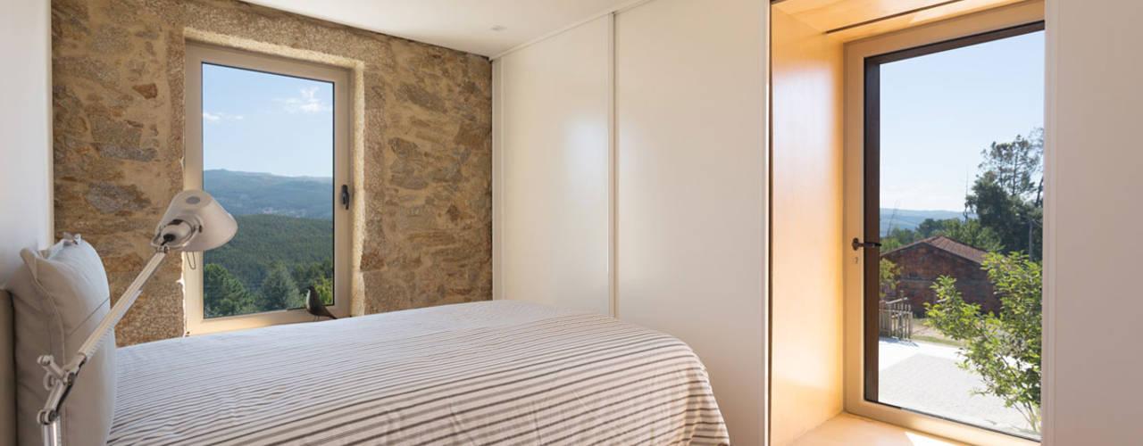 Спальни в . Автор – PAULO MARTINS ARQ&DESIGN