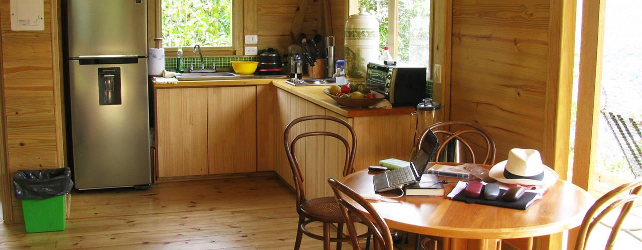 Cocinas de estilo moderno de Taller de Ensamble SAS Moderno