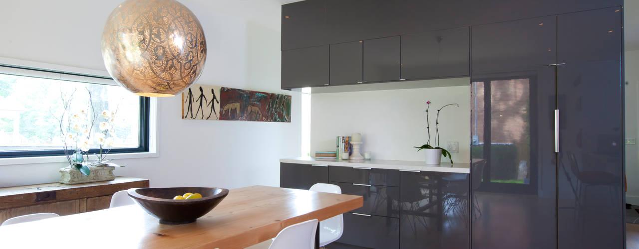 Столовая комната в скандинавском стиле от Post Architecture Скандинавский