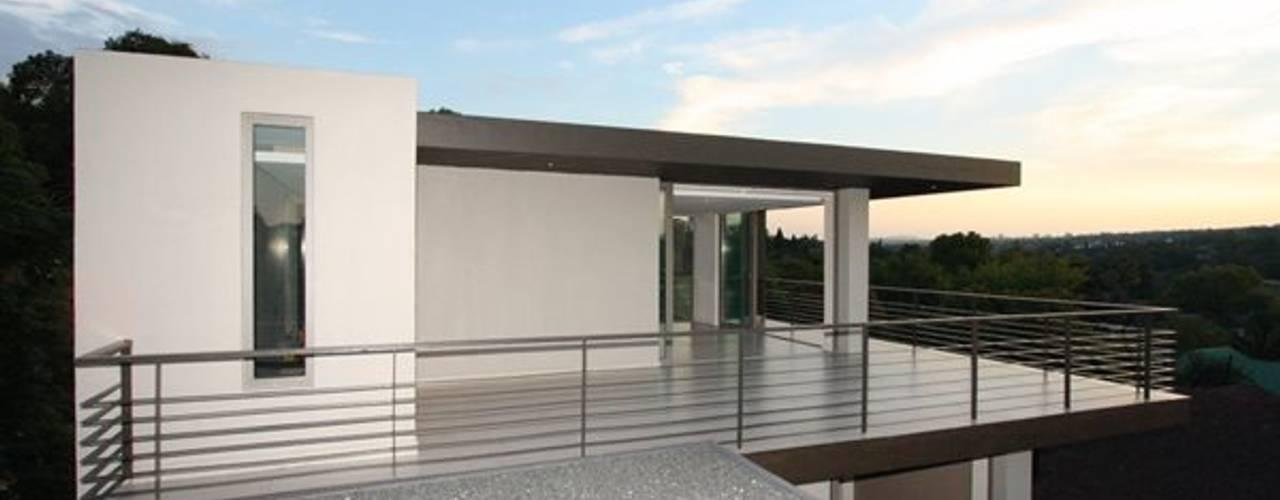Minimalistischer Balkon, Veranda & Terrasse von E2 Architects Minimalistisch