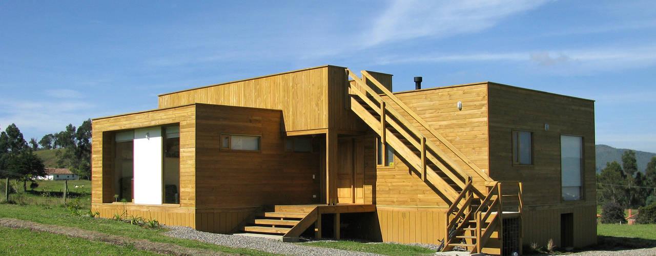 Casa cubica madera Casas modernas de Taller de Ensamble SAS Moderno