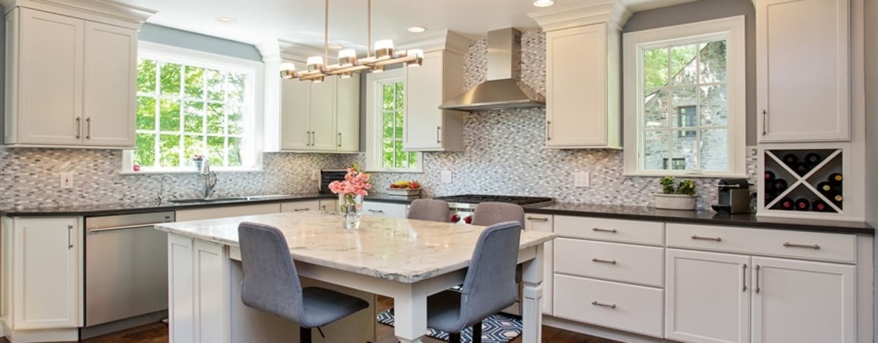 Cocinas de estilo clásico de Kitchen Krafter Design/Remodel Showroom Clásico