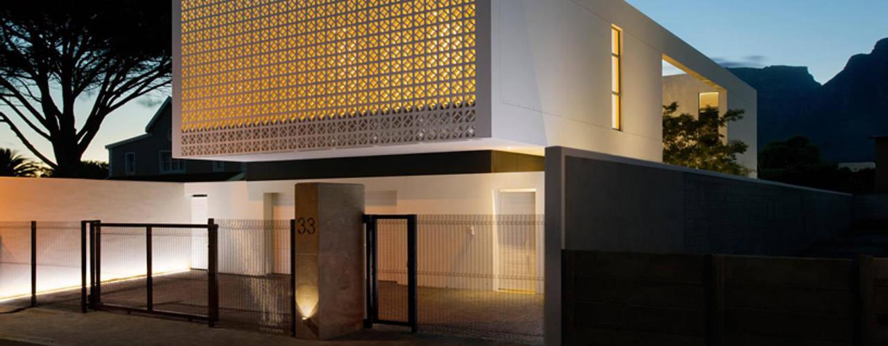 Nhà phong cách tối giản bởi Three14 Architects Tối giản