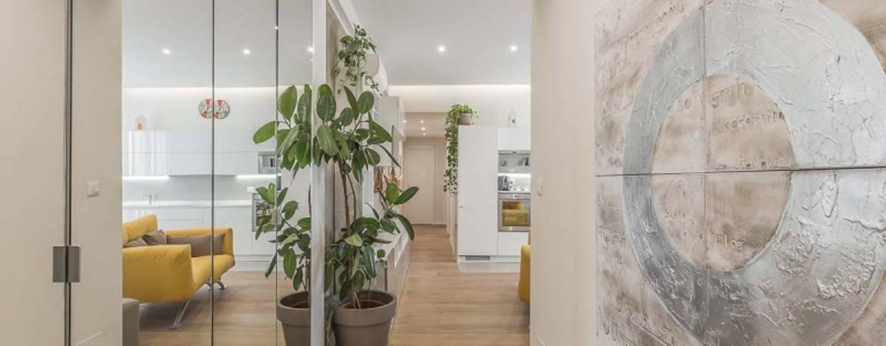 Hành lang, sảnh & cầu thang phong cách hiện đại bởi Facile Ristrutturare Hiện đại
