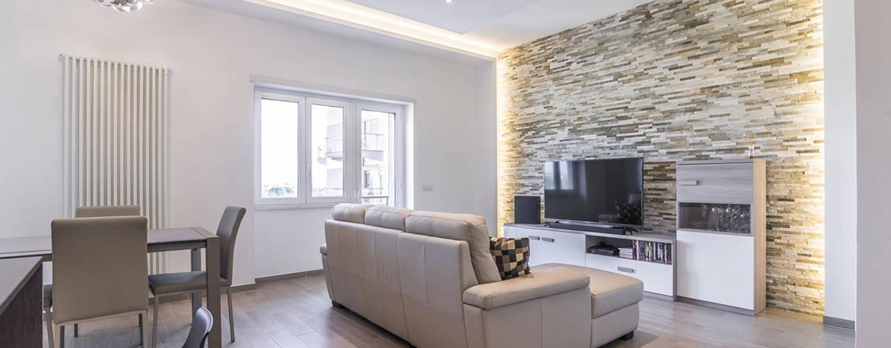 minimalistic Living room by Facile Ristrutturare
