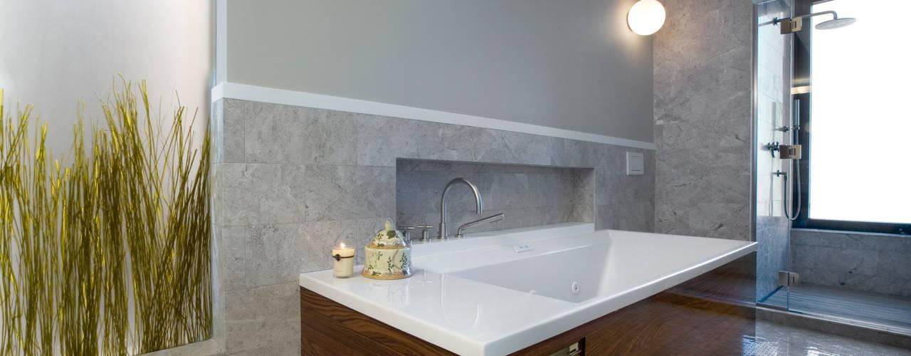 Empire State Loft, Koko Architecture + Design: modern Bathroom by Koko Architecture + Design