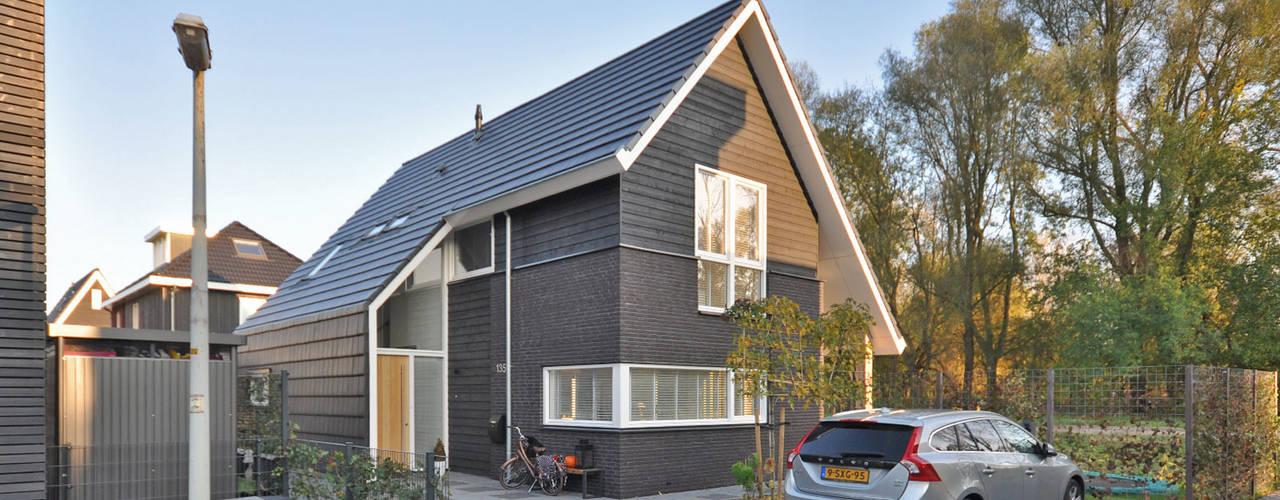 Casas de estilo moderno por Bongers Architecten