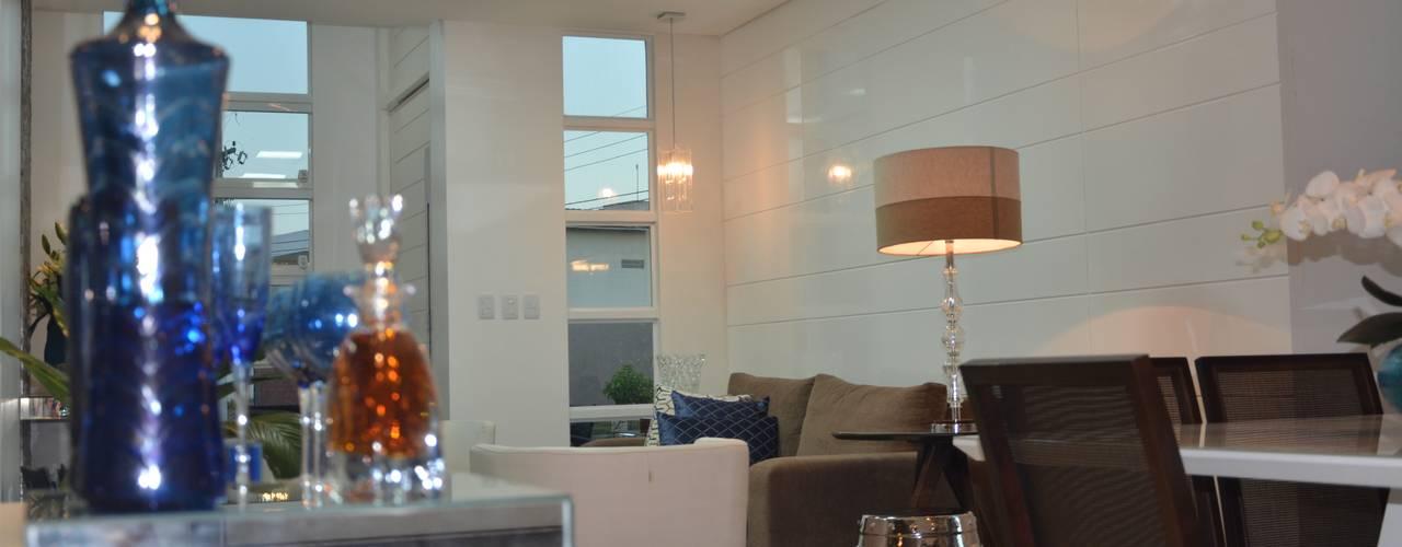 Phòng khách theo Cris Nunes Arquiteta,