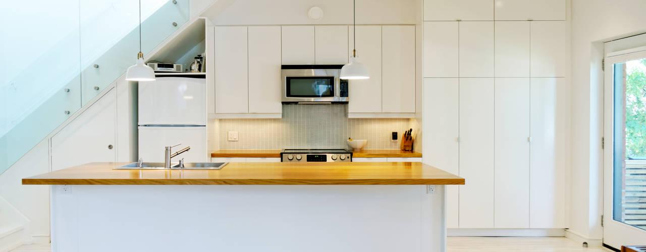 Minimalistische keukens van Solares Architecture Minimalistisch
