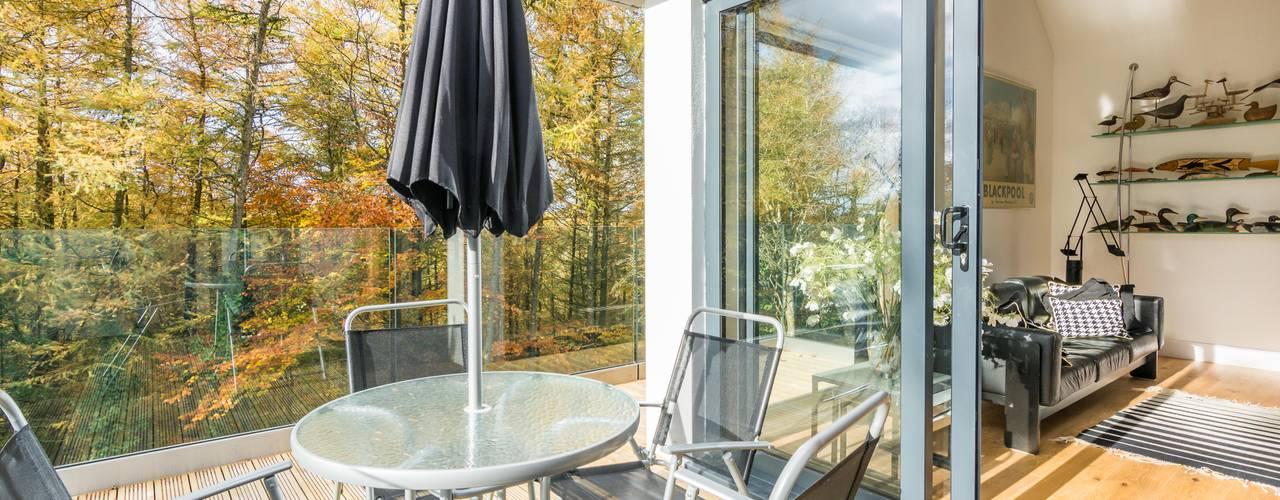 Glebe Wood House, North Devon Modern balcony, veranda & terrace by Trewin Design Architects Modern