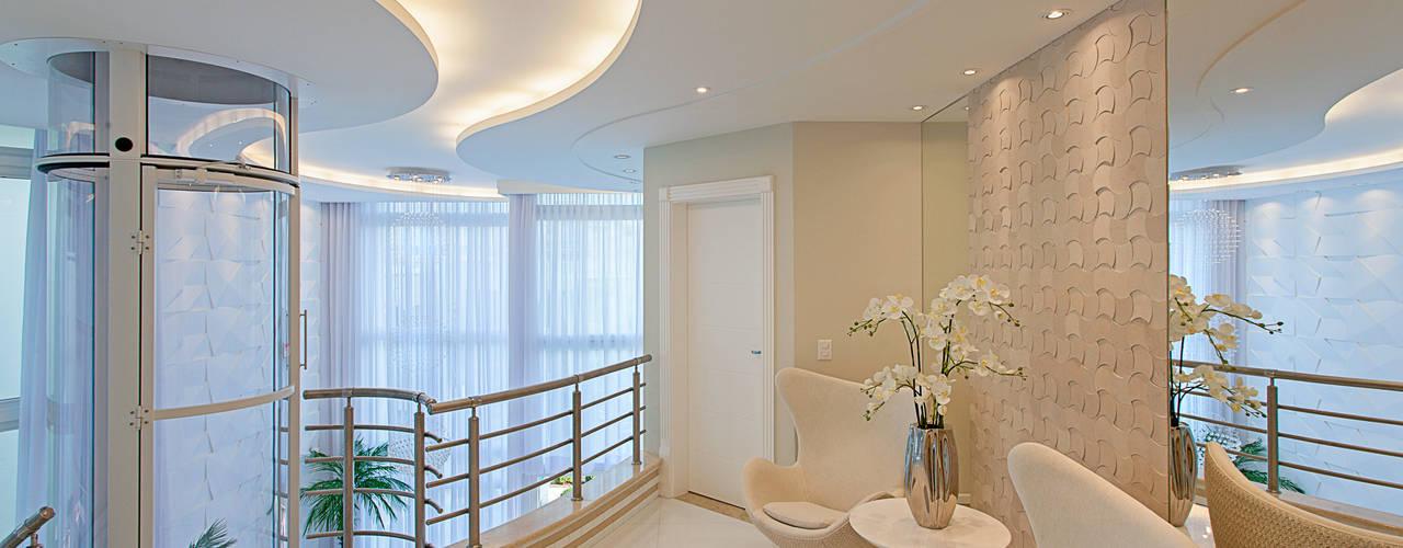Corredores, halls e escadas modernos por Arquiteto Aquiles Nícolas Kílaris Moderno