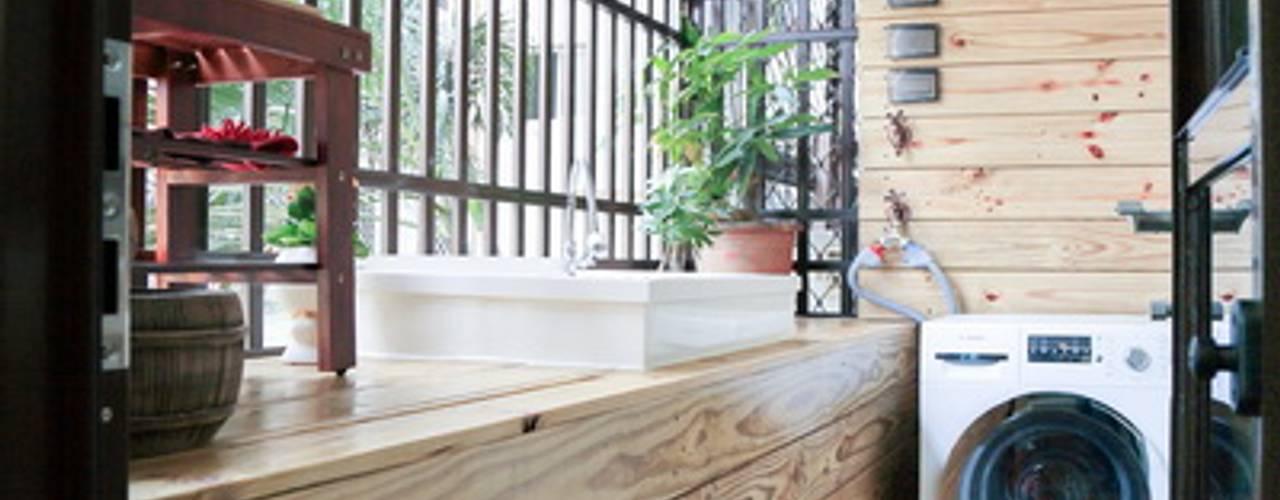 Balcones y terrazas de estilo moderno de 微自然室內裝修設計有限公司 Moderno