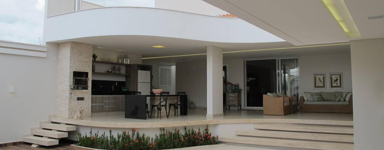 Classic style garden by Cia de Arquitetura Classic