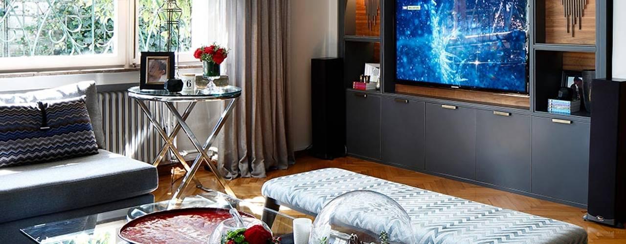 Salas multimedia de estilo  por Esra Kazmirci Mimarlik
