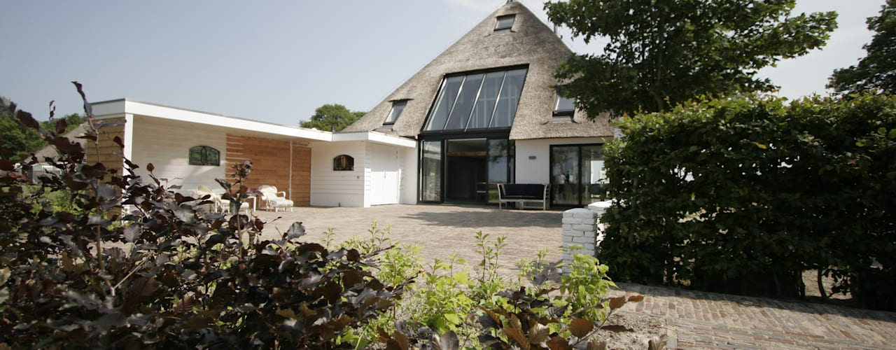 Country style house by Van der Schoot Architecten bv BNA Country