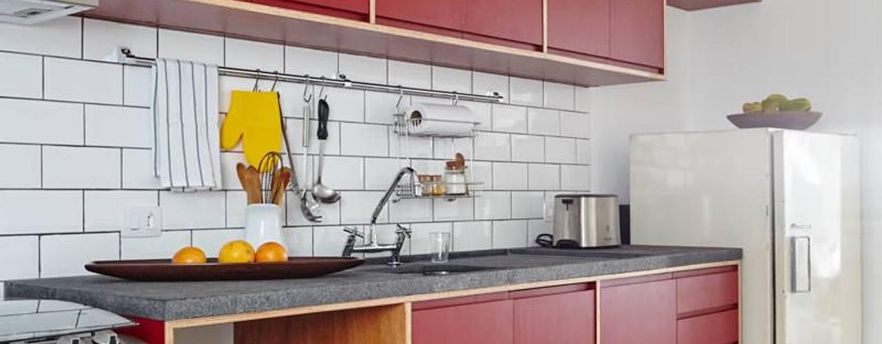Nhà bếp phong cách hiện đại bởi INÁ Arquitetura Hiện đại