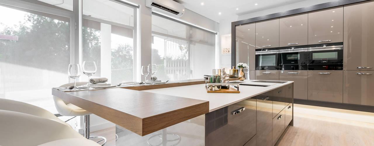 Cocinas de estilo moderno de Arrumos - dedicated woodworking & carpentry Moderno