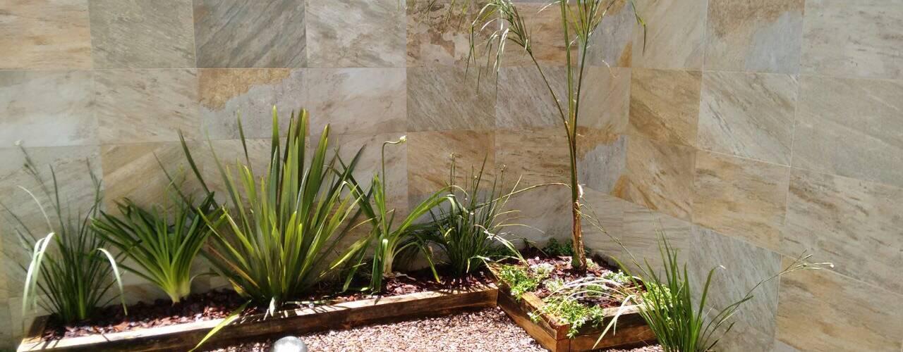Jardines de estilo minimalista por Arqca