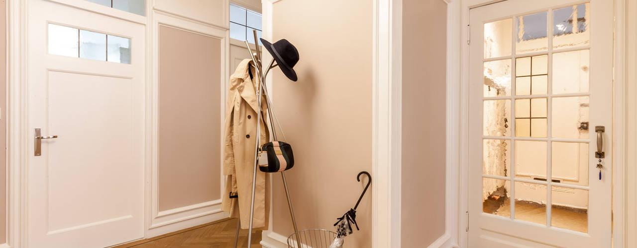 Modern Corridor, Hallway and Staircase by Aangenaam Interieuradvies Modern