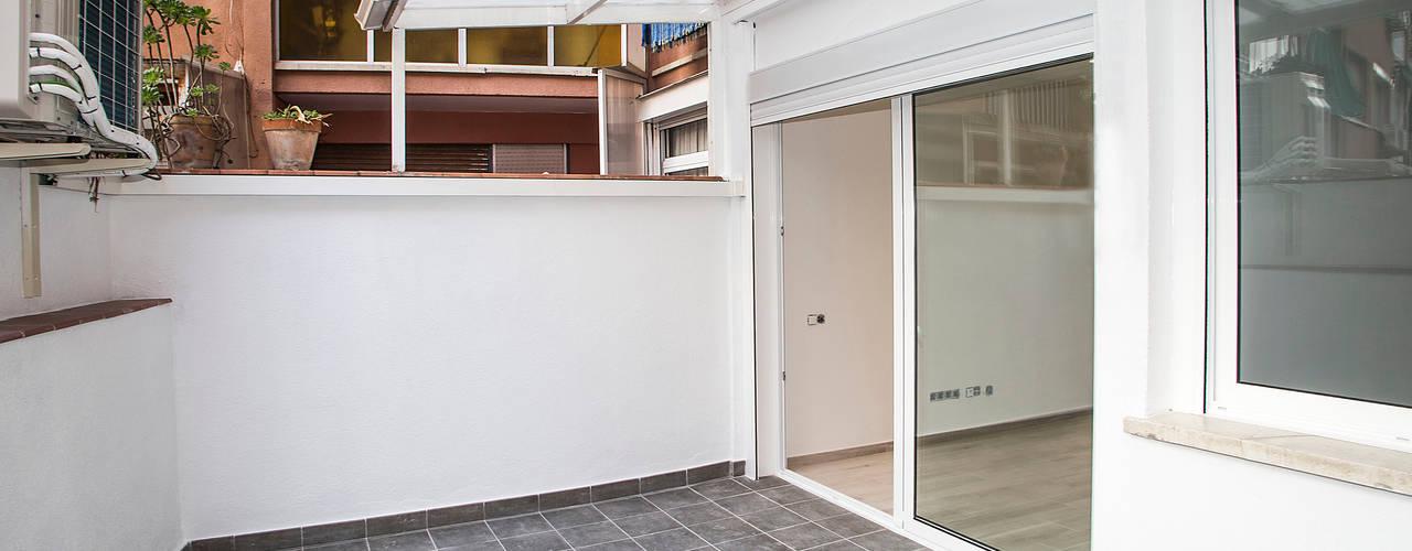 Balcones y terrazas de estilo moderno de Grupo Inventia Moderno
