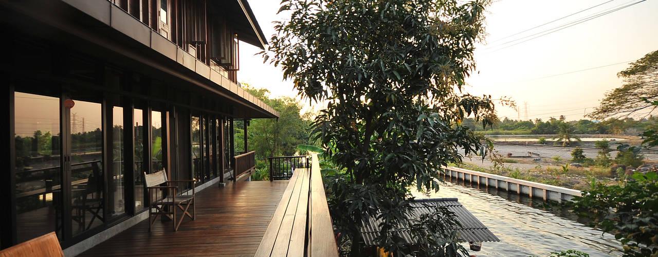 Balcon, Veranda & Terrasse ruraux par บริษัท สถาปนิกชุมชนและสิ่งแวดล้อม อาศรมศิลป์ จำกัด Rural