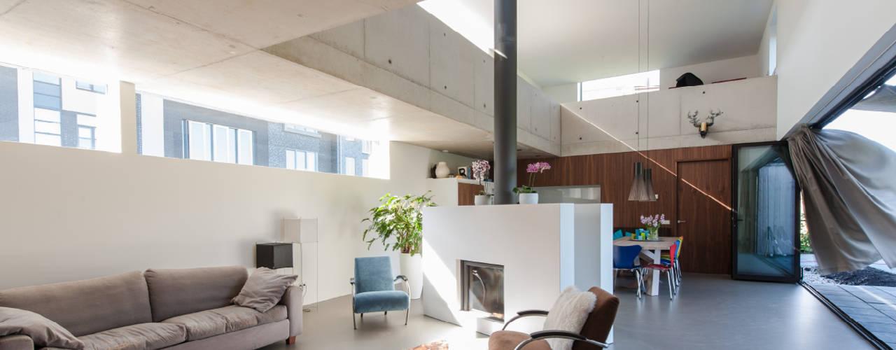 Livings modernos: Ideas, imágenes y decoración de ARCHITECTUURBUREAU project.DWG Moderno