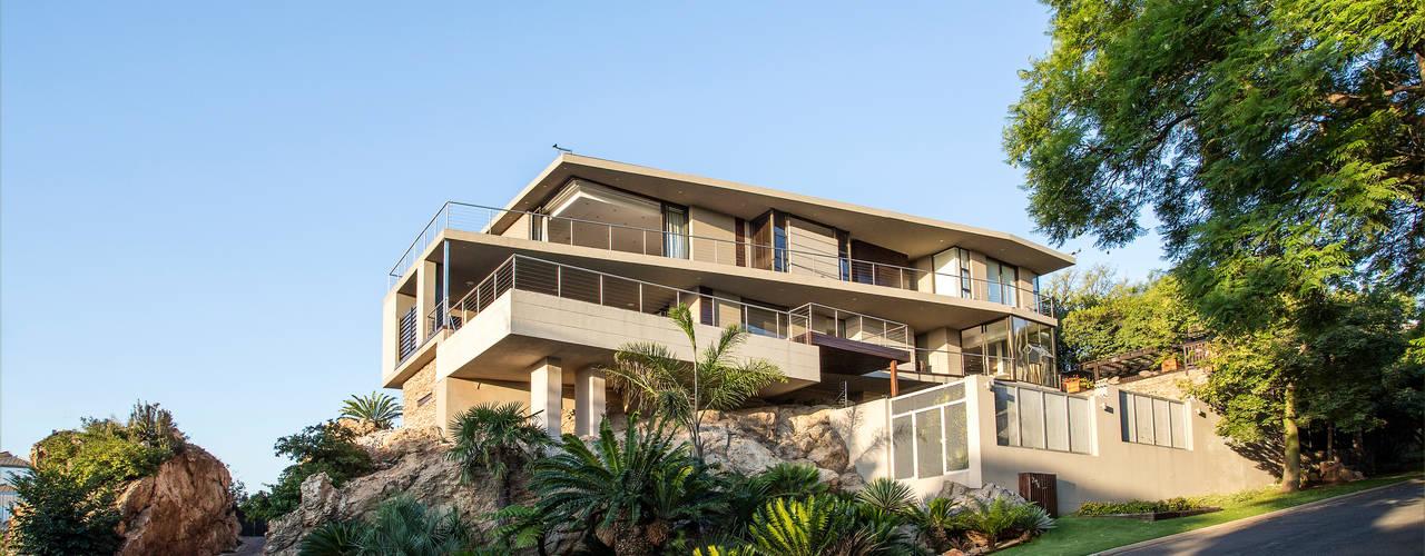 The Home on a Hill Modern houses by FRANCOIS MARAIS ARCHITECTS Modern