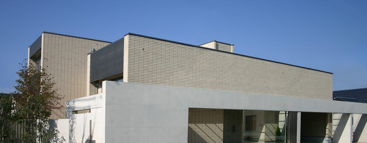 TWO TONE   高級注文住宅 モダンな 家 の Mアーキテクツ 高級邸宅 豪邸 注文住宅 別荘建築 LUXURY HOUSES   M-architects モダン