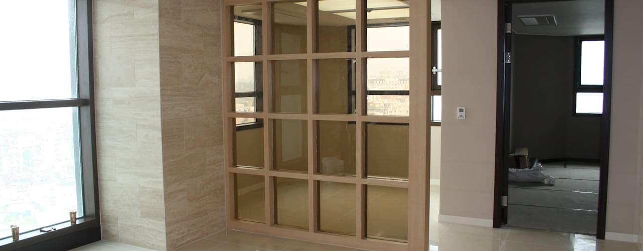 Puertas y ventanas de estilo moderno de DECORIAN Moderno