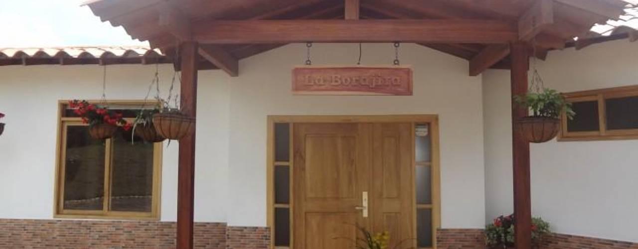 Casa Prefabricada en Bogota Casas de estilo tropical de PREFABRICASA Tropical