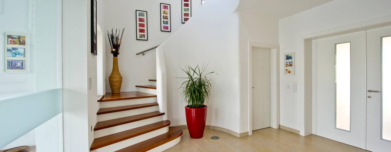 Mediterranean corridor, hallway & stairs by WimbergerHaus Mediterranean