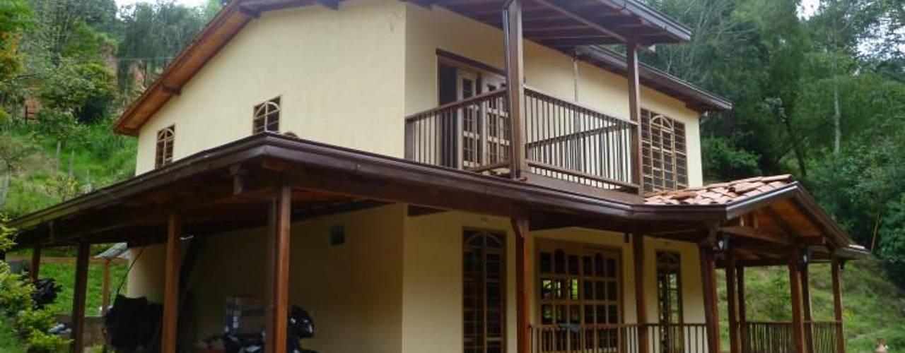 Casa pre fabricada en bogotá 2: Casas de estilo  por PREFABRICASA