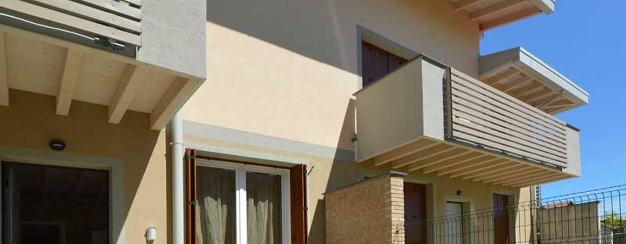 Casas de madera de estilo  por Marlegno, Moderno