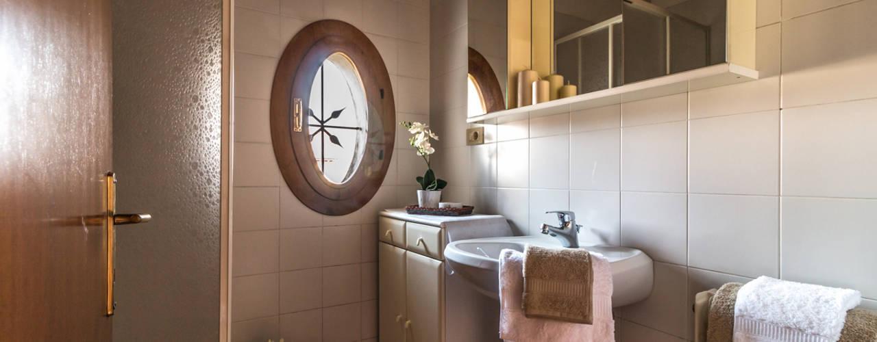 Baños de estilo  por MICHELA AMADIO - Valorizza e Vendi