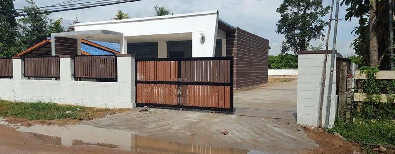 Houses by สถาปนิกสร้างสรรค์