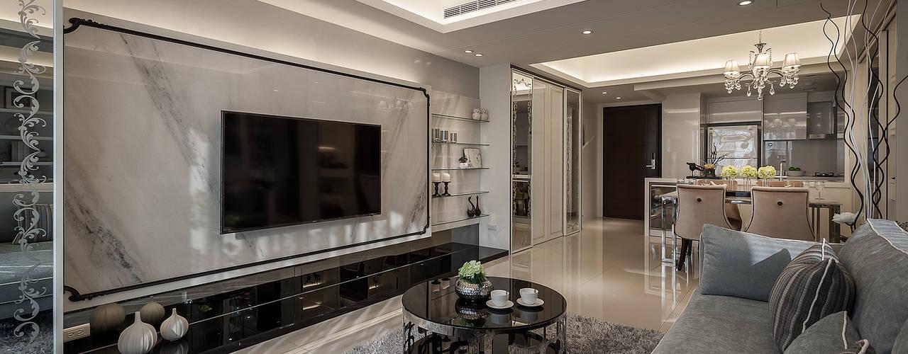 Гостиная в классическом стиле от 你你空間設計 Классический