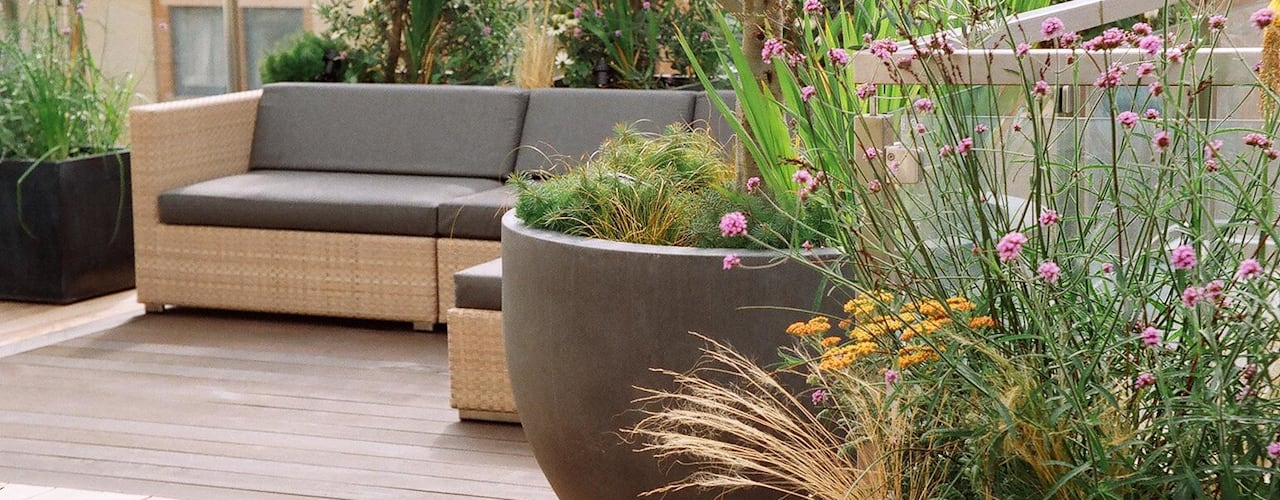 Terrazas de estilo  por GreenlinesDesign Ltd