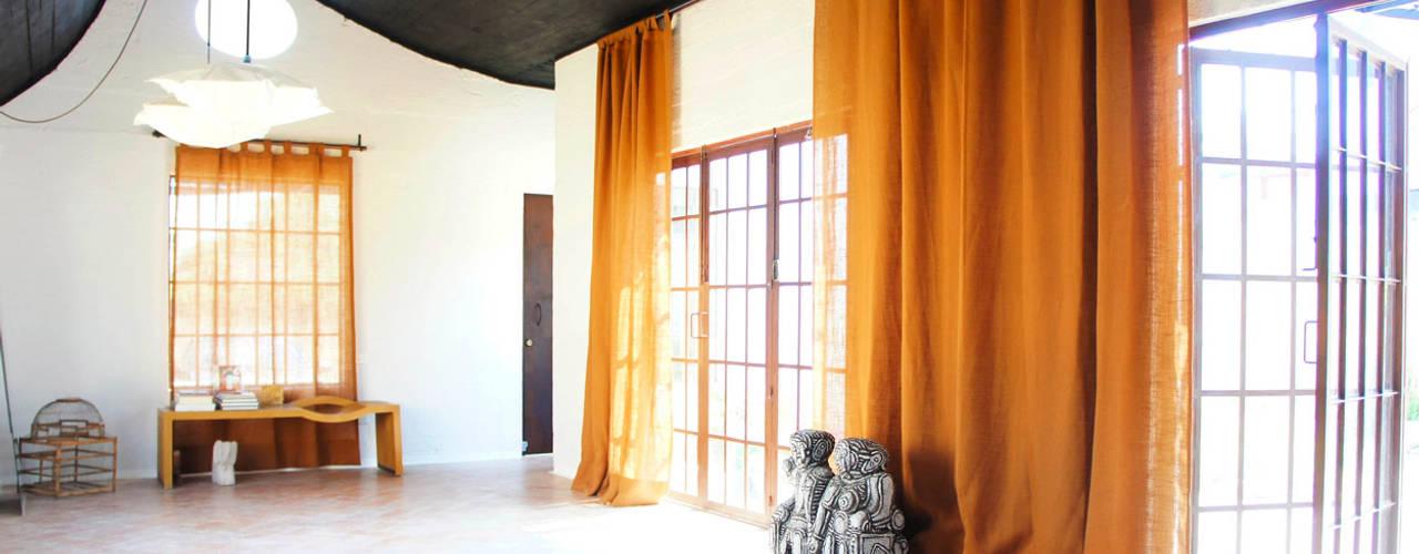 Коридор и прихожая в . Автор – Juan Carlos Loyo Arquitectura, Модерн