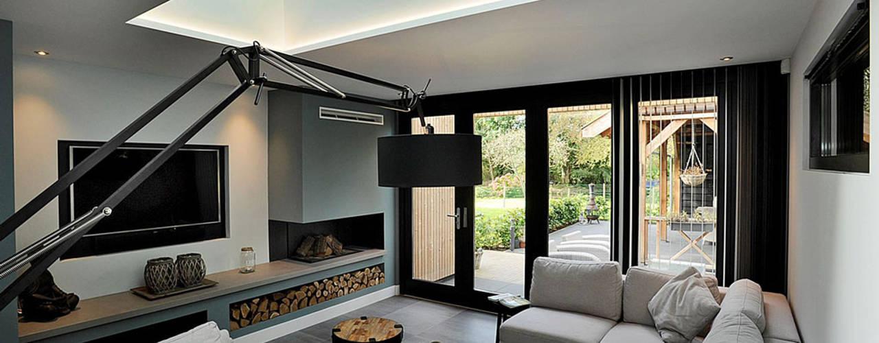 aanbouw en verbouwing Woonhuis Moderne woonkamers van robin hurts architect Modern