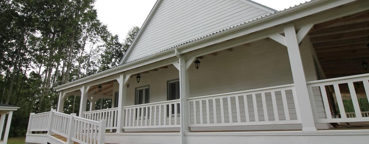 Balcones y terrazas rurales de homify Rural
