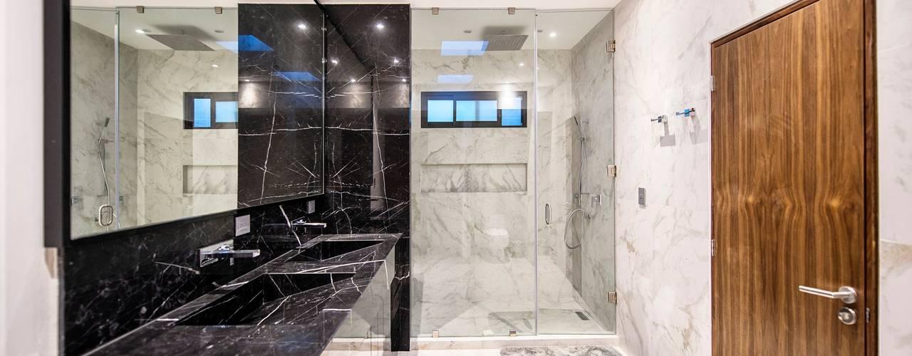 QR201: Baños de estilo  por ESTUDIO TANGUMA, Moderno