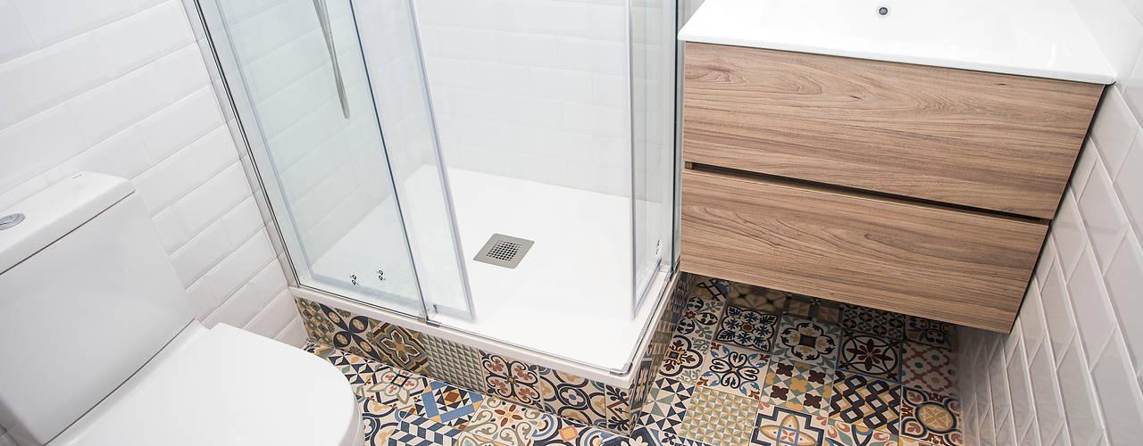 Salle de bain méditerranéenne par Grupo Inventia Méditerranéen