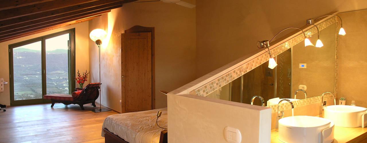 غرفة نوم تنفيذ architetture e restauri biocompatibili