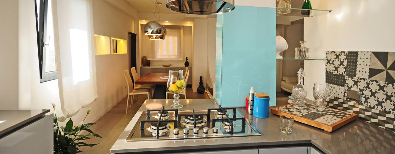 Ristrutturazione appartamento 100 mq Cocinas modernas de Fabiola Ferrarello architetto Moderno